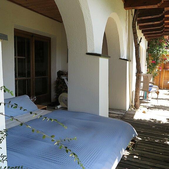 outdoor-schlaf-unter-den-arkaden2.JPG